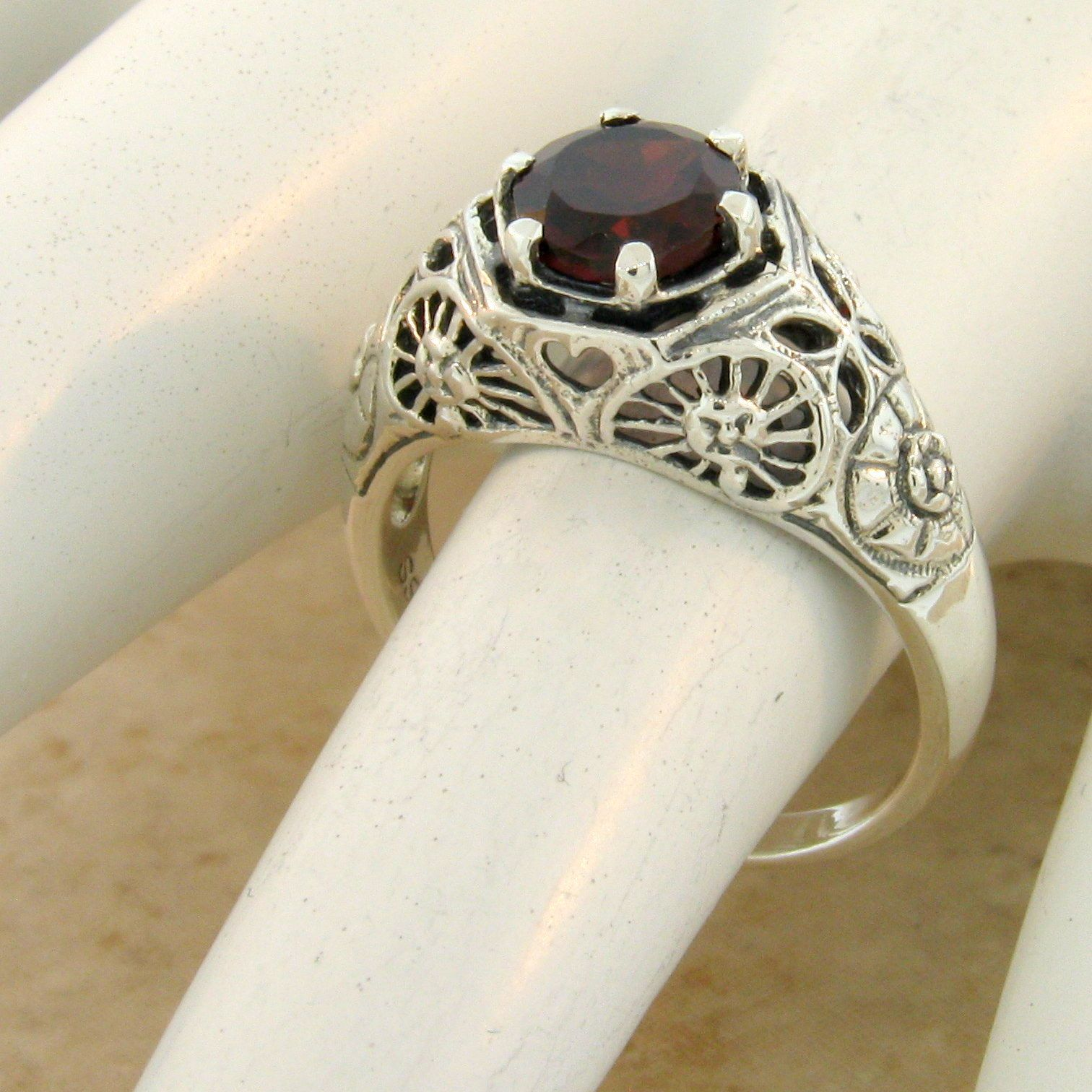 #1106 GENUINE GARNET SOLITAIRE .925 STERLING SILVER ANTIQUE STYLE RING SIZE 7